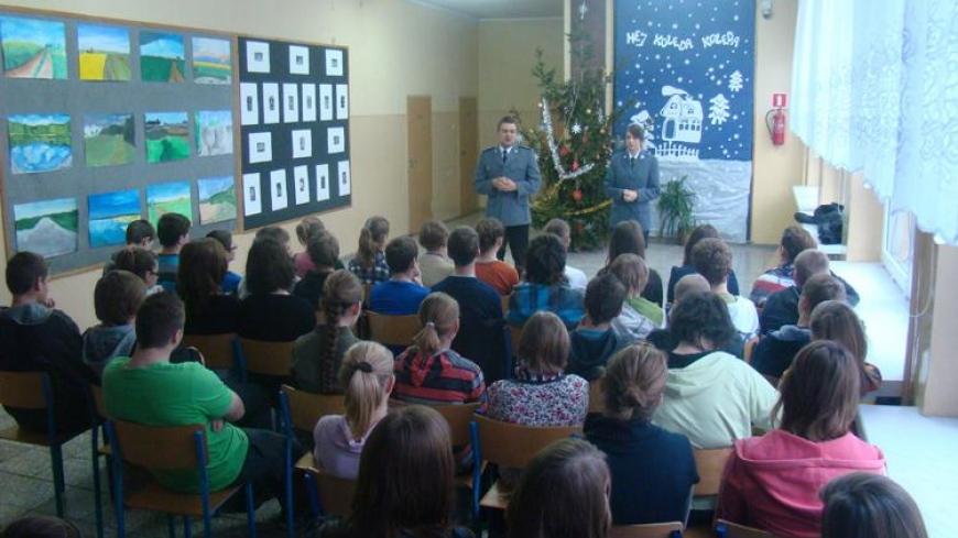 Spotkanie gimnazjalistów z Targowej Górki z przedstawicielami Wydziału Prewencji z Wrześni